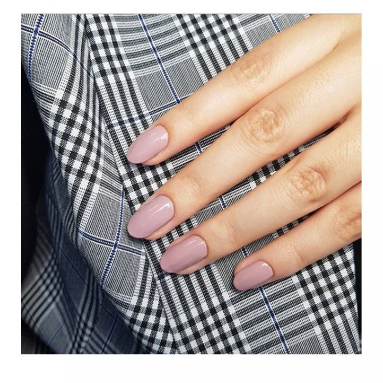 nude manicure from blow Ltd