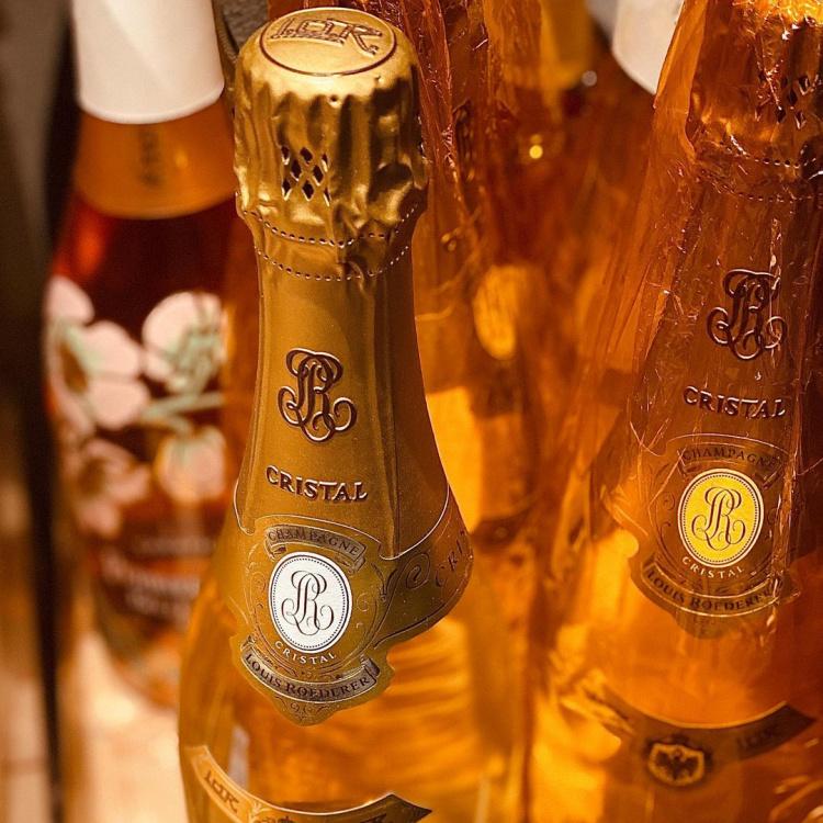 champagne delivered by Dalla Terra